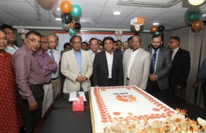 shafiat-sobhan-sanvir-cut-a-cake-to-celebrate-4th-anniversary-of-daily-sun_01
