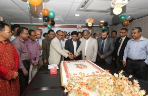 shafiat-sobhan-sanvir-cut-a-cake-to-celebrate-4th-anniversary-of-daily-sun_02