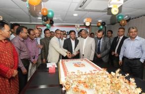 shafiat-sobhan-sanvir-cut-a-cake-to-celebrate-4th-anniversary-of-daily-sun_03