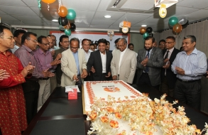 shafiat-sobhan-sanvir-cut-a-cake-to-celebrate-4th-anniversary-of-daily-sun_05