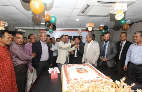 shafiat-sobhan-sanvir-cut-a-cake-to-celebrate-4th-anniversary-of-daily-sun_06
