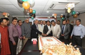 shafiat-sobhan-sanvir-cut-a-cake-to-celebrate-4th-anniversary-of-daily-sun_07