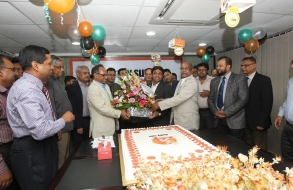shafiat-sobhan-sanvir-cut-a-cake-to-celebrate-4th-anniversary-of-daily-sun_08